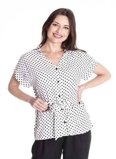 Stamina Puantiyeli Beli Bağcıklı Kısa Kol Gömlek Beyaz